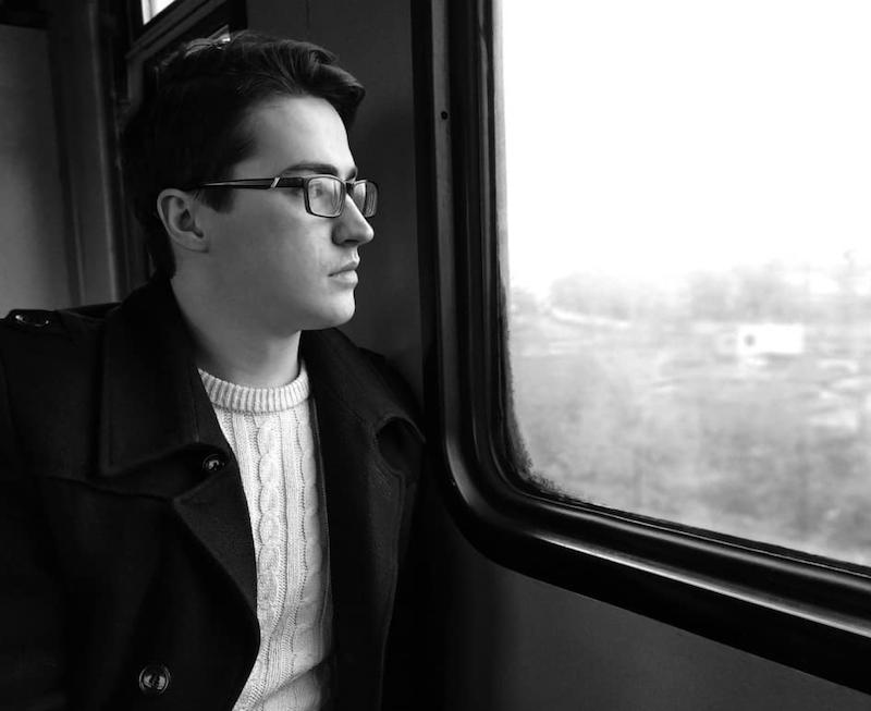 юноша в поезде